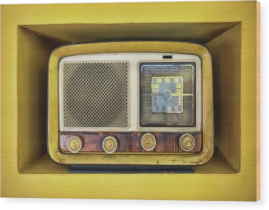 Ols School Radio Wood Print by Chema Mancebo