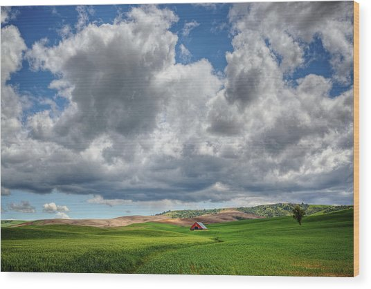 Palouse Country Barn With Storm Clouds Wood Print