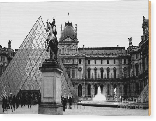 Paris Black And White Photography - Louvre Museum Pyramid Black White Architecture Landmark Wood Print