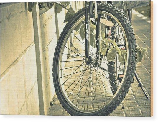 Paused Wood Print by Anusha Hewage