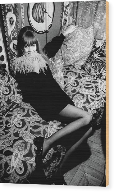 Penelope Tree Sitting On A Paisley Couch Wood Print by Arnaud de Rosnay