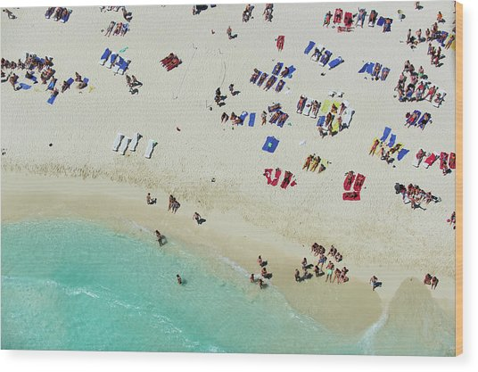 People On The Shoreline Of A Tropical Wood Print