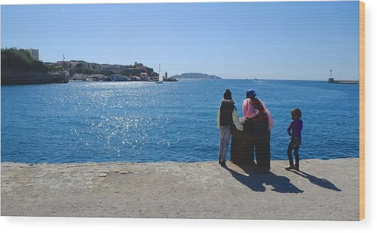Family Watching The Sea  Wood Print