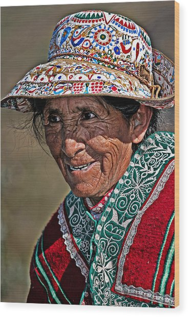 Peruvian Old Lady Wood Print by Walter Iglesias