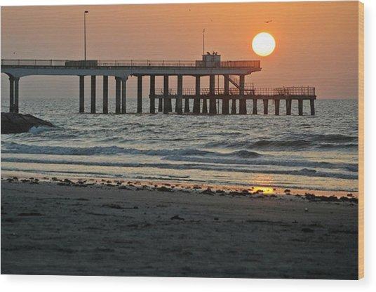 Pier At Dawn Wood Print