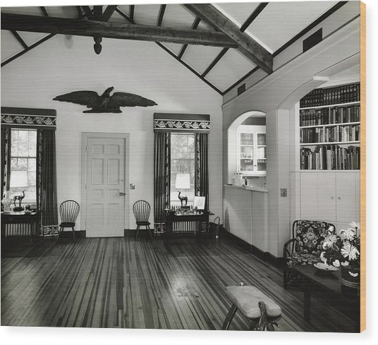 Playroom With An Eagle Sculpture Wood Print