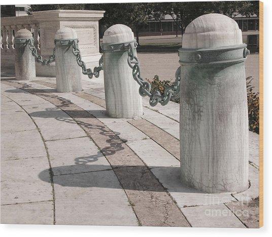Posts And Chains At Niagara Square Wood Print
