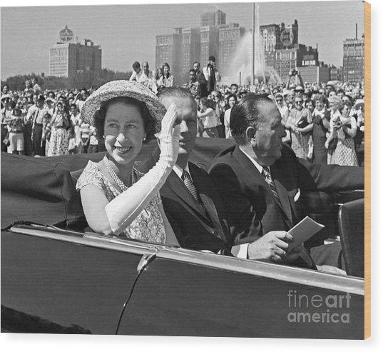 Queen Elizabeth In Chicago 1959 Wood Print