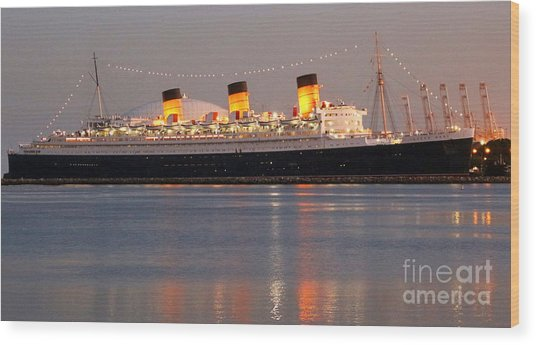 Queen Mary At Night Wood Print