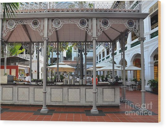 Raffles Hotel Courtyard Bar And Restaurant Singapore Wood Print