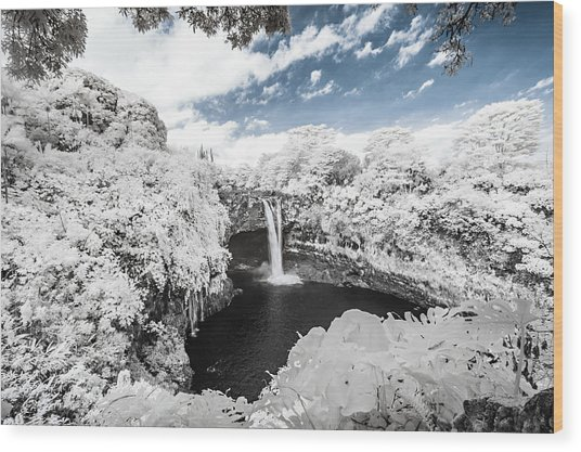 Rainbow Falls In Infrared 3 Wood Print