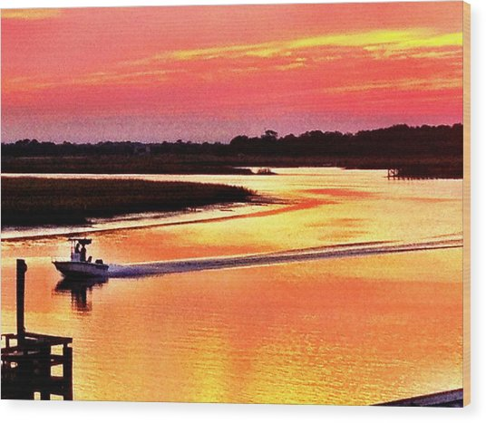Red Sun On The Water Wood Print