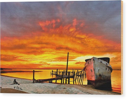 Red Sunset - Beached Ship At Sunset Wood Print
