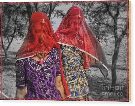 Red Veils In Rajasthan Wood Print