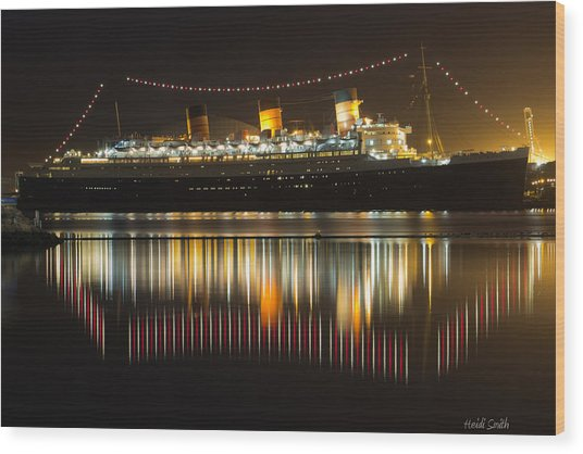 Reflections Of Queen Mary Wood Print