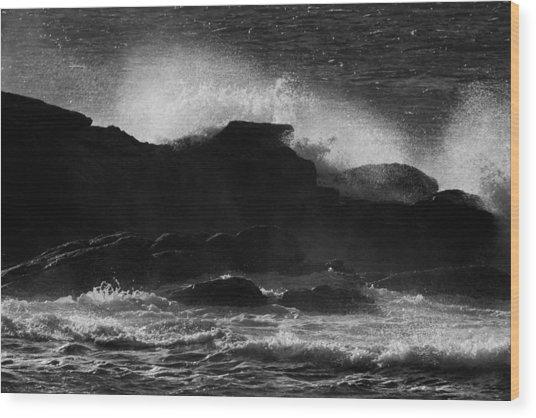 Rhode Island Rocks With Crashing Wave Wood Print