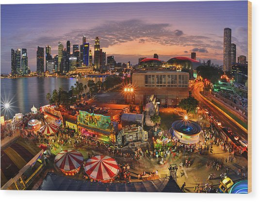 River Hong Bao 2015 Singapore Wood Print by Fiftymm99