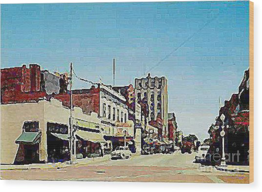 Robins Theatre In Niles Oh In The 1950's Wood Print by Dwight Goss