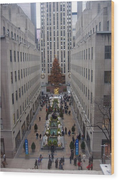 Rockefeller Plaza At Christmas Wood Print