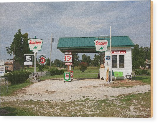 Route 66 Gas Station With Sponge Painting Effect Wood Print