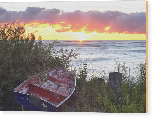 Rowboat At Sunrise Wood Print