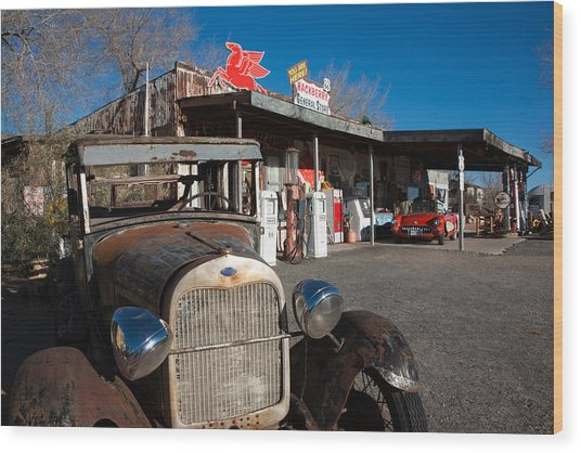Rusty Car At Old Route 66 Visitor Wood Print