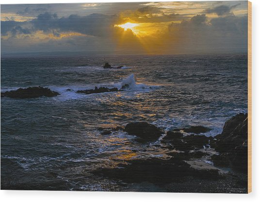 Sail Rock Sunrise Wood Print