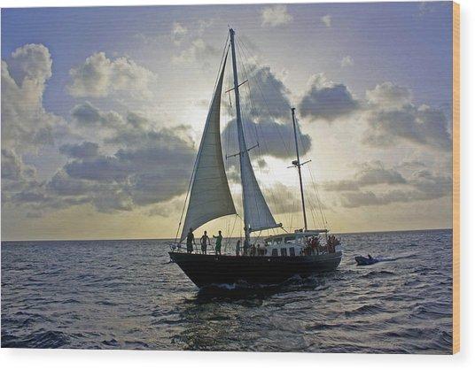 Sailing In Aruba Wood Print