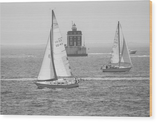 Sailing Past Ledge Light - Black And White Wood Print