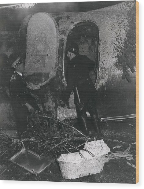 Seven Die As Service Families Aircraft Crashed On Arrival Wood Print by Retro Images Archive