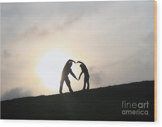 Silhouette Couple Forming A Heart Wood Print by Lars Ruecker