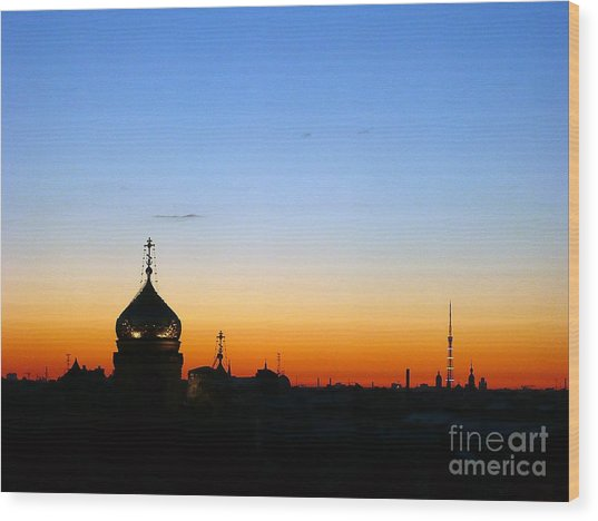 Silhouette In St. Petersburg Wood Print by Lars Ruecker