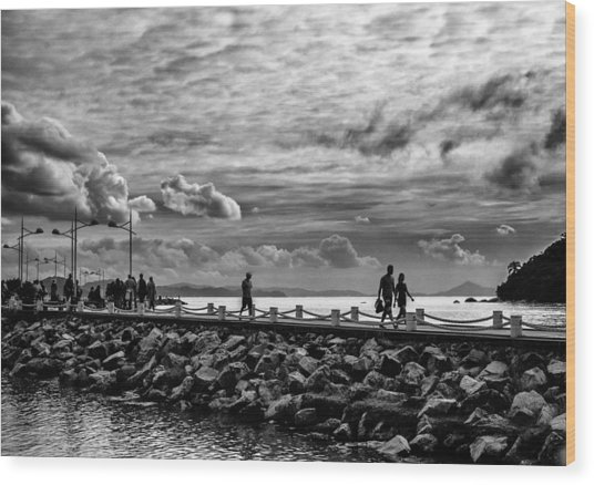 Silhouettes On The Jetty Wood Print