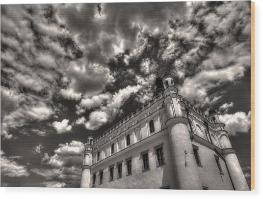 Sky Breaker In Black And White Wood Print