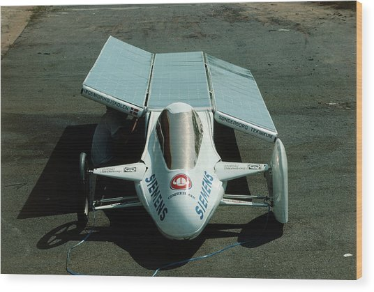 Solar Car Entrant For World Solar Challenge '87 Wood Print by Peter Menzel/science Photo Library