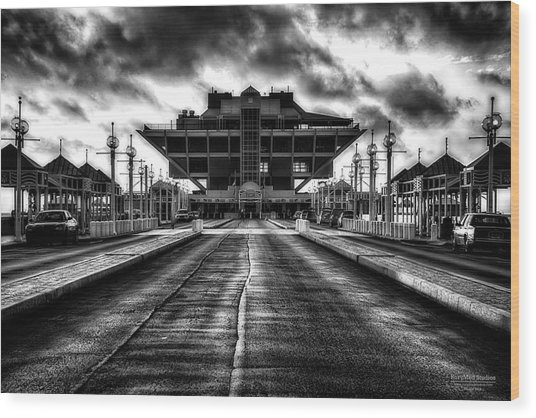 St Petersburg Pier In Monochrome Hdr Wood Print