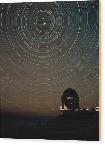 Star Trails Over Dome Of Nordic Optical Telescope Wood Print by David Parker/science Photo Library