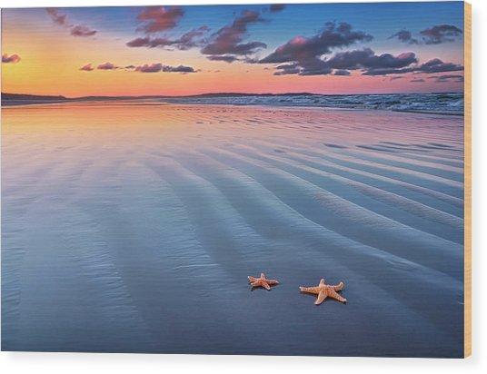 Starfish On Sand Wood Print by Joe Regan