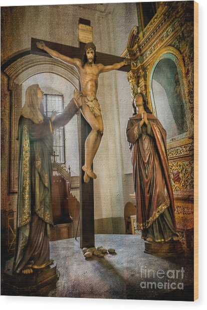 Statue Of Jesus Wood Print