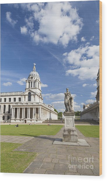 Statue Of King George II As A Roman Emperor In Greenwich Wood Print by Roberto Morgenthaler