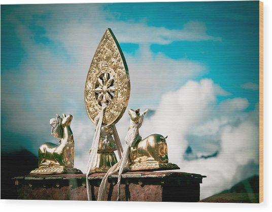 Stautes Of Deer And Golden Dharma Wheel Wood Print