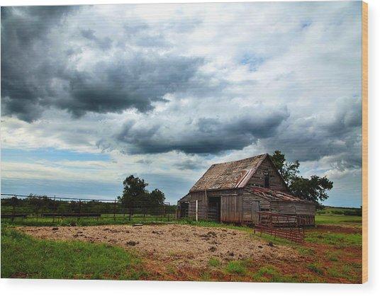 Storms Loom Over Barn On The Prairie Wood Print