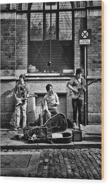 Street Entertainers Wood Print
