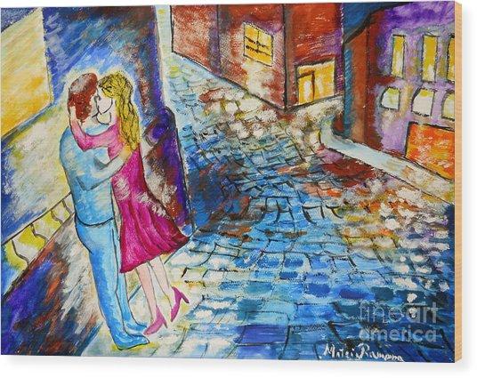 Street Kiss By Night  Wood Print