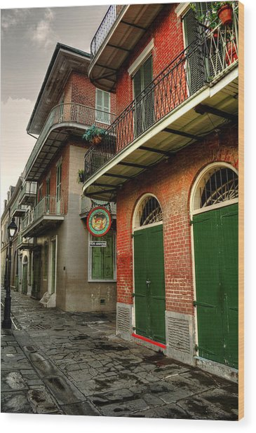 Street Lamp At Pirate's Alley Cafe Wood Print