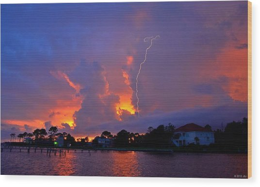 Strike Up The Middle At Sunset Wood Print