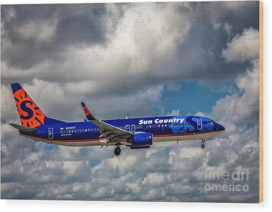 Sun Country Boeing 737 Ng Wood Print