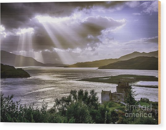 Sun Rays Over Eilean Donan Castle Wood Print