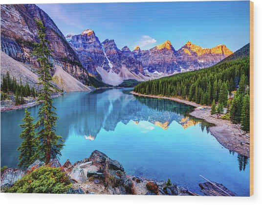 Sunrise At Moraine Lake Wood Print by Wan Ru Chen