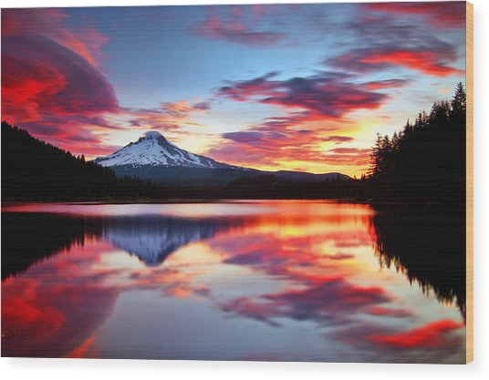 Sunrise On The Lake Wood Print